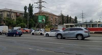Поскользнулась и упала под трамвай: подробности спасения девушки в Киеве. ФОТО