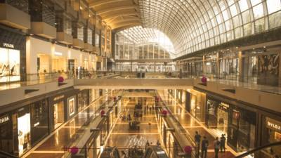 В торговых центрах Петербурга выявили посетителей без масок