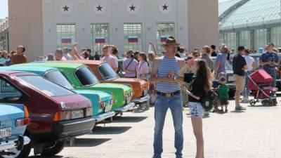 В Верхней Пышме энтузиасты собрали триколор из автомобилей