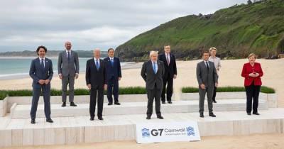 Фото лидеров на саммите G7 стало мемом