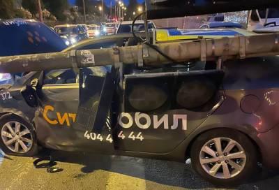 На петербургском перекрёстке произошла авария с участием нескольких машин