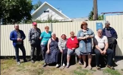 Курьез: Жители российской деревни попросили Ангелу Меркель заасфальтировать им дорогу (ВИДЕО)