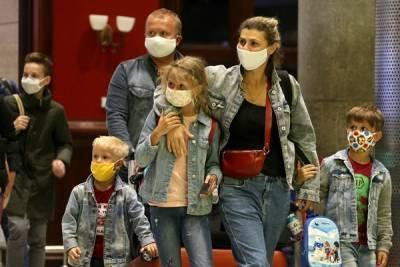 В Санкт-Петербурге введут новые ограничения из-за роста числа случаев коронавируса
