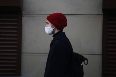 Петербуржцев без масок начали останавливать в метро