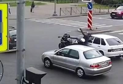 Мотоциклист пострадал в аварии в Московском районе Петербурга