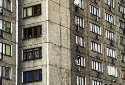 Мужчина выпал из окна многоэтажки в Невском районе Петербурга