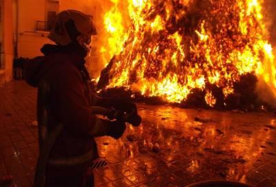 Трехкомнатная квартира вспыхнула в Колпинском районе Петербурга