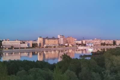 Жители Омска вторую ночь подряд жалуются на едкий химический запах