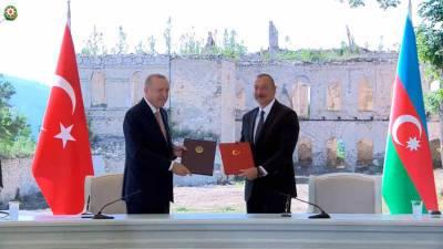Президенты Турции и Азербайджана подписали декларацию о союзничестве