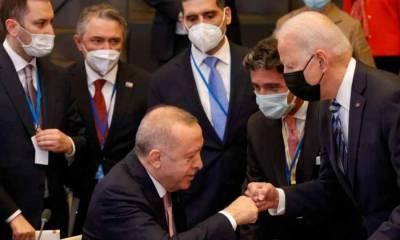 Неудачное фото Эрдогана заставило негодовать турецких политиков