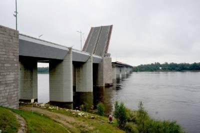 Из-за разводки моста 17 июня перекроют движение по «Коле» в Кировском районе