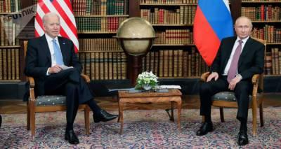 Путин и Байден обменялись шутками, когда из зала выводили прессу. Видео