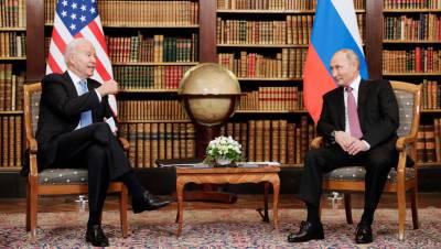 Путин обменялся шуткой с Байденом