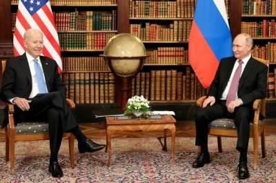 Психолог оценила позу Байдена на переговорах с Путиным