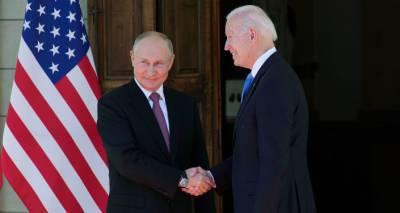 Очки и хохлома: что подарили друг другу Владимир Путин и Джо Байден на встрече в Женеве