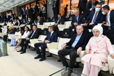 16 июня в Азербайджане состоялся второй матч финального этапа чемпионата Европы по футболу между сборными Турции и Уэльса. Как передает Day.Az со ссылкой на АЗЕРТАДЖ, Президент Азербайджанской