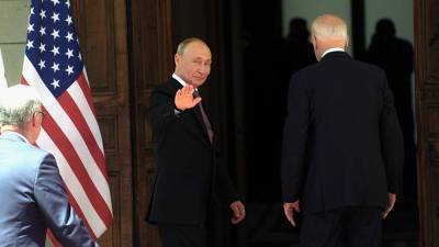 Политологи оценили тактику Путина и Байдена на переговорах