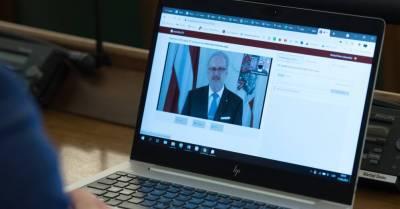 """Дебаты о госязыке, поддержка частных СМИ и """"зеленая цифровая экономика"""". Президент Левитс выступил перед Сеймом"""