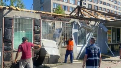 В шести районах Петербурга снесли 11 незаконных павильонов
