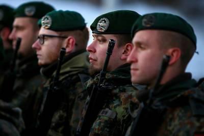 Немецкие солдаты в Литве устроили нацистскую вечеринку и изнасиловали сослуживца
