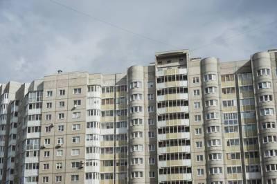 Жители Красносельского района Петербурга жалуются на запах канализации