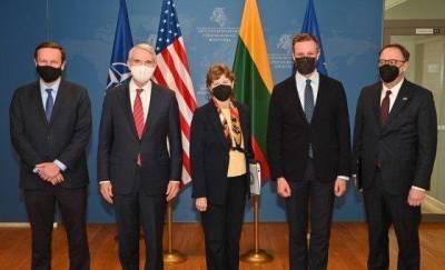 Сенатор США в Вильнюсе призывает ввести секторные санкции для Минска