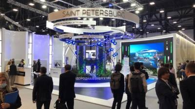 Губернатор осмотрел на ПМЭФ посвященный Петербургу стенд