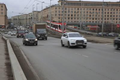 Петербургская аномальная жара снизила скорость электротранспорта