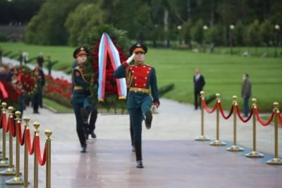 На Пискаревском кладбище почтили память погибших в Великую Отечественную войну