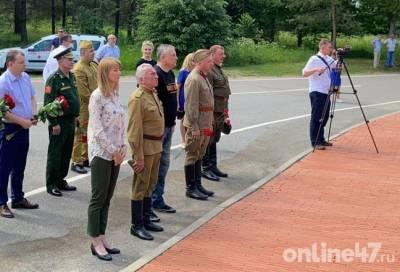 Александр Дрозденко у «Рубежного камня»: Мы должны свято хранить эту память и говорить правду о войне