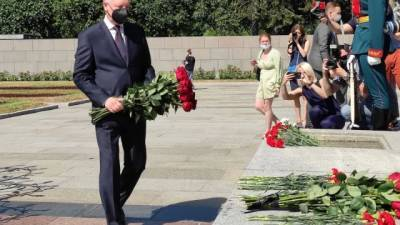 На Пискаревском кладбище почтили память жертв Великой Отечественной войны