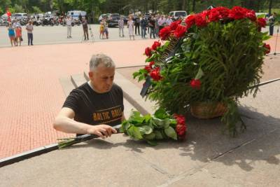 Александр Дрозденко возглавил мотопробег по Дороге жизни