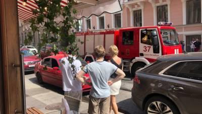 Аномальная жара привела к воспламенению автомобиля в центре Петербурга