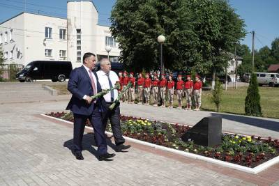 Губернатор Тверской области возложил цветы в Андреаполе