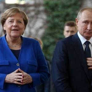 Меркель заявила о необходимости диалога с Путиным