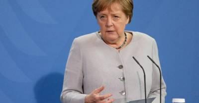"""Меркель призвала Евросоюз """"искать прямой контакт"""" с Путиным"""