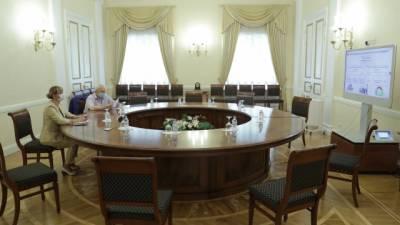 Власти Петербурга намерены повысить качество госуслуг за счет госрегулирования