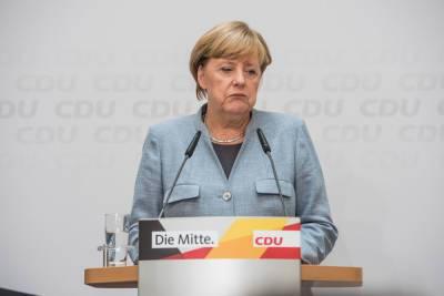 """Меркель потребовала от Евросоюза найти """"прямой контакт"""" с Путиным"""