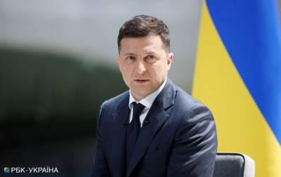 Зеленский о встрече Байдена и Путина: никто никому не передавал Украину