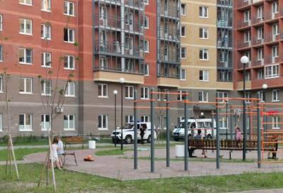 Подросток погиб после падения с высоты в Колпино