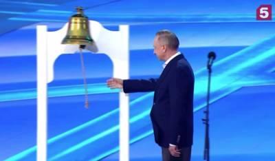 Губернатор Петербурга зажег публику на «Алых парусах» и порвал веревку от колокола