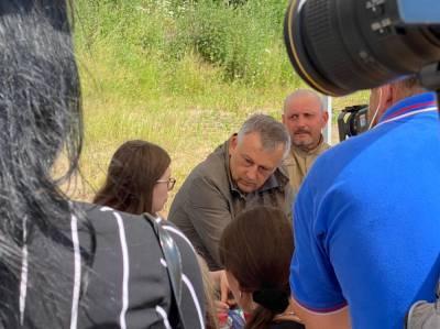 Александр Дрозденко контролирует ситуацию с варварски разрытым воинским захоронением в поселке имени Тельмана
