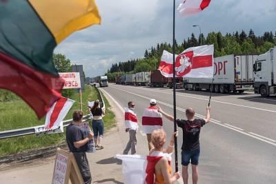 На границе с Литвой возникла стычка между дальнобойщиками и активистами