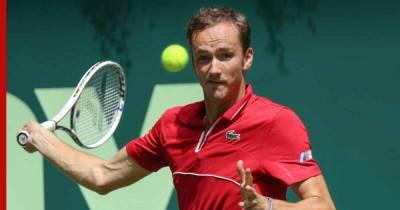 Медведев выиграл первый в карьере турнир на травяном покрытии