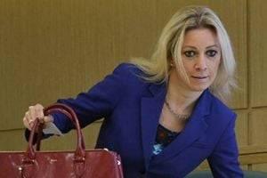 """Мария Захарова заявила, что выдача российских паспортов в ОРДЛО - """"следствие невыполнения Минска"""""""