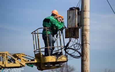 В Украине почти 400 населенных пунктов остались без света из-за непогоды