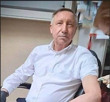 Губернатор Петербурга второй раз привился от коронавируса