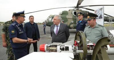 """Глава Минобороны Армении посетил авиабазу 'Эребуни"""" и изучил возможности военных самолетов"""