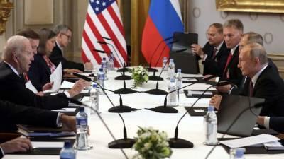 Песков рассказал о разных стаканах Путина и Байдена на саммите в Женеве