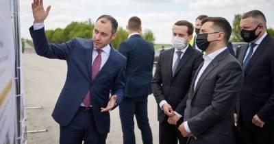"""Зеленский надеется, что проекты """"Большого строительства"""" реализуют вовремя"""